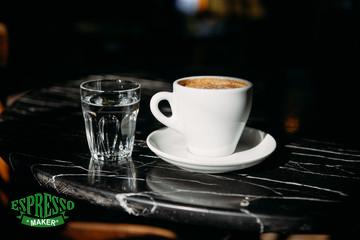 شب نشسته آب بنوشید ، یادآوری آب بنوشید